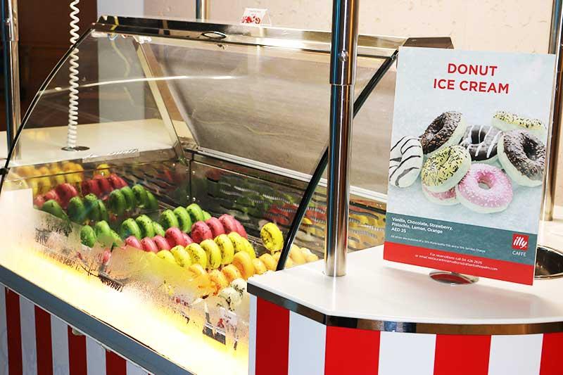 アトランティスザパーム内のドーナツアイスクリームショップ