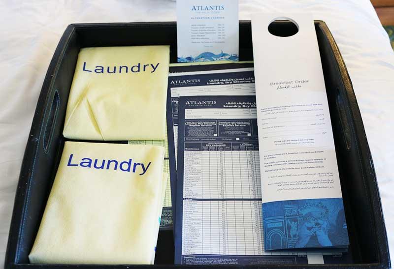 アトランティスザパームのランドリーサービスやルームサービスのパンフレット