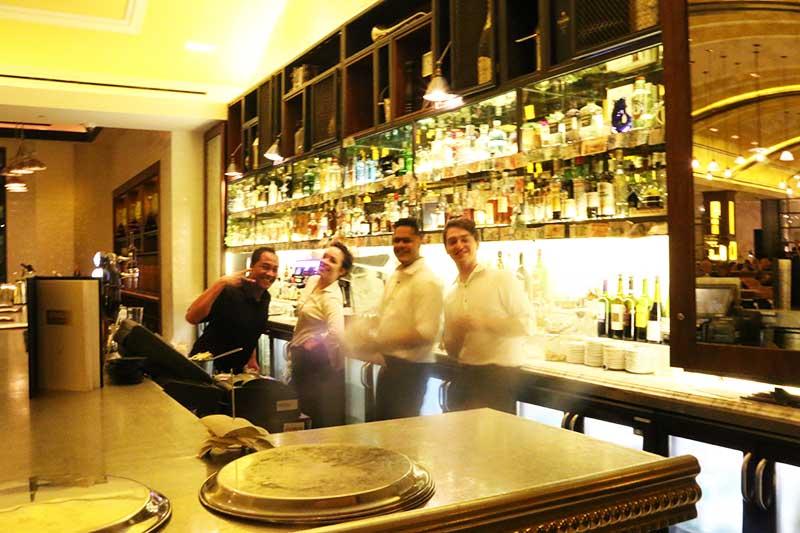 Bread Street Kitchen and Barのカウンタースタッフ