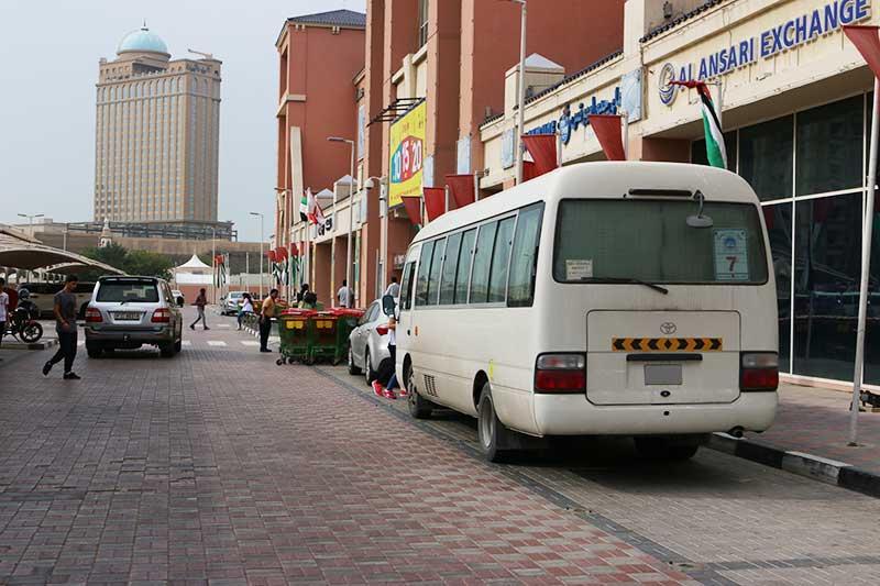 デザートサファリで迎えに来てくれた小型バス