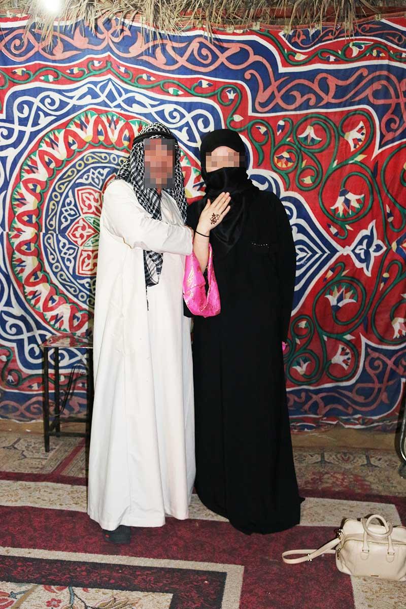 イスラムの伝統衣装アバヤとカンドゥーラ