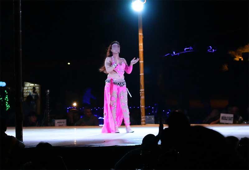 デザートサファリのダンスショー