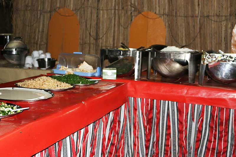 デザートサファリのビュッフェディナー