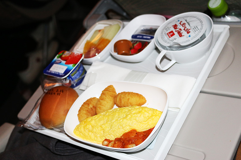 エミレーツ航空機内食の朝食