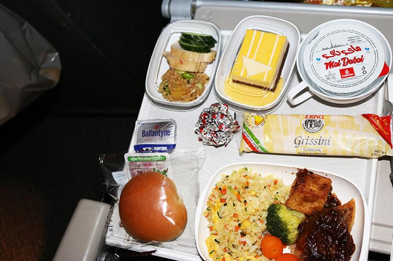 エミレーツ航空機内食の夕食
