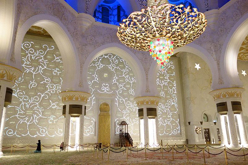 夜のシェイクザイードグランドモスク