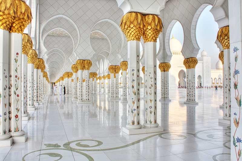 シェイクザイードグランドモスクの柱に描かれた美しい花