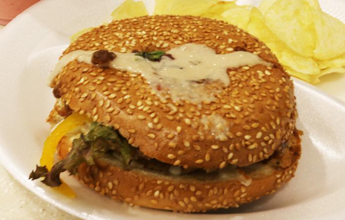 TOASTカフェのベーグルサンドイッチ