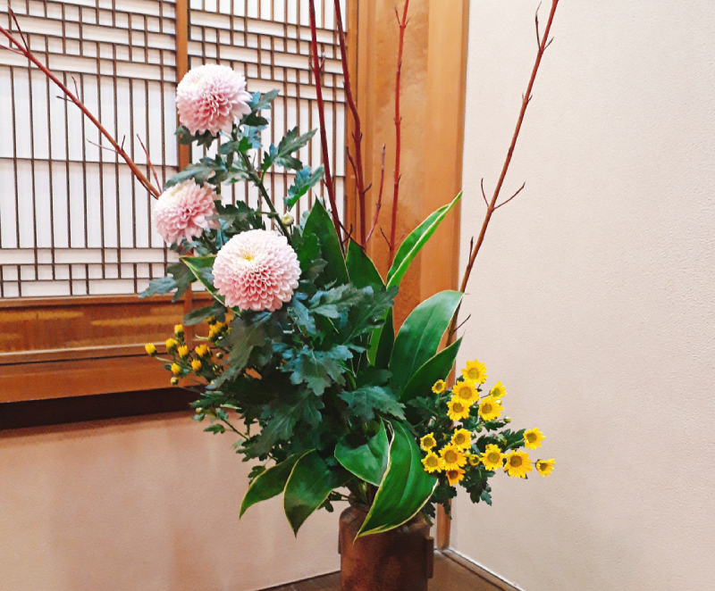 行形亭の生け花